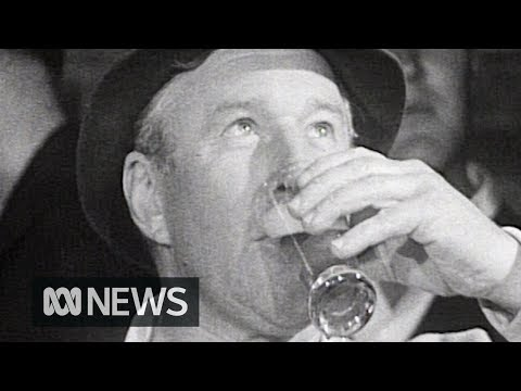 Melbourne drinkers don't know they're drinking Sydney beer (1967) | RetroFocus