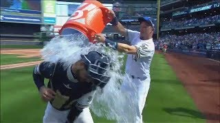 Video Brewers' Manny Pina gets a bucket of water from Hernan Perez download MP3, 3GP, MP4, WEBM, AVI, FLV Juli 2018