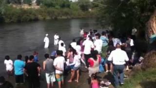 Bautismo en el río de arvin