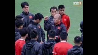 Mạnh gắt bị nhắc nhở trước toàn đội vì pha đánh nguội đội trưởng Malaysia