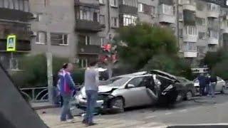 Обстоятельства крупного дорожно-транспортного происшествия выясняют в Екатеринбурге.