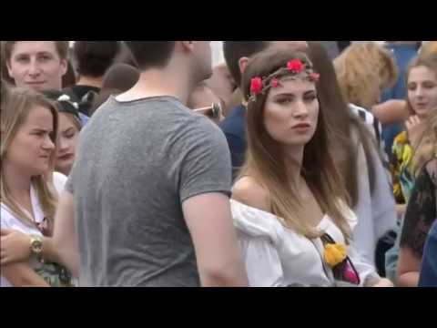 Crowds Flock as Radiohead Plays Opening Night of Polish Music Festival