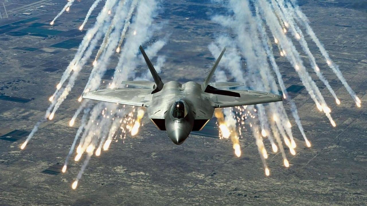 Download F-22 Raptor: техническое обслуживание, дозаправка в воздухе.