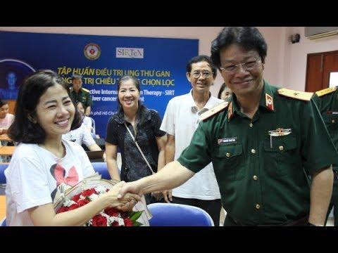Diễn viên Mai Phương bị ung thư phổi tươi cười ngày ra viện