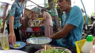 Уличная еда - суп Pho Bo