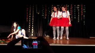 Alicia en el país de les maravelles ~ Obra de teatre