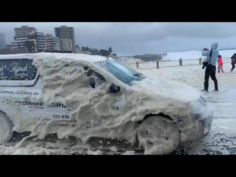شاهد: عاصفة تضرب كيب تاون ورغوة البحر تتطاير وتغمر الطرق…  - نشر قبل 1 ساعة