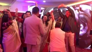 Гости зажигают на индийской свадьбе
