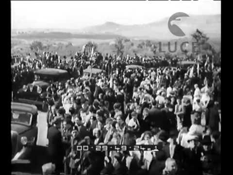 Mussolini inaugura la via dei Laghi, strada turistica dei Castelli Romani.