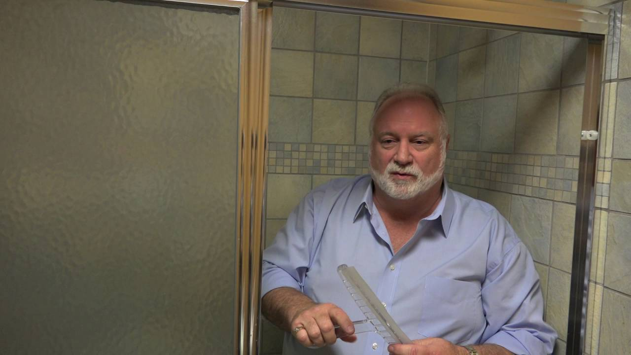 How To Clean Shower Doors In 60 Seconds Youtube