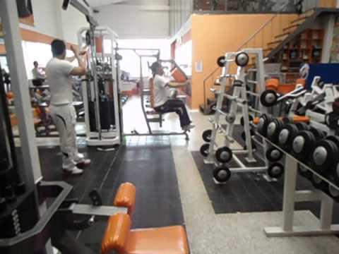 Maquinas para gimnasio industrias fitness youtube for Maquinas para gym