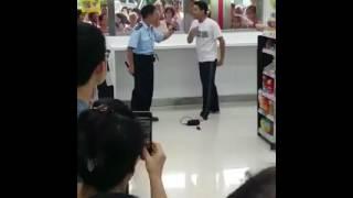 Hong Kong police fight 香港 警察