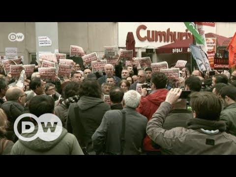 Prozess gegen 'Cumhuriyet'-Mitarbeiter beginnt | DW Deutsch