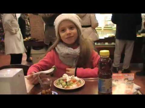 Fajszi Anna a körúton egy török étteremben  Starkebab