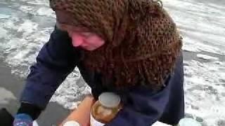 Прикол в Кирове бабуля продает мочу