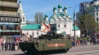 Военная техника движется по Новому Арбату с репетиции парада Победы 07.05.2015