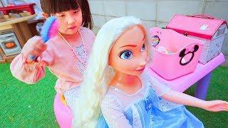 人形ごっこ!巨大ディズニープリンセスドール美容室メイク化粧おままごと Disney princess doll Hair Beauty Salon - はねまりチャンネル