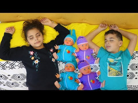 Kids  Pretend Play with Dolls, Are you sleeping , funny videos for kids, les boys tv