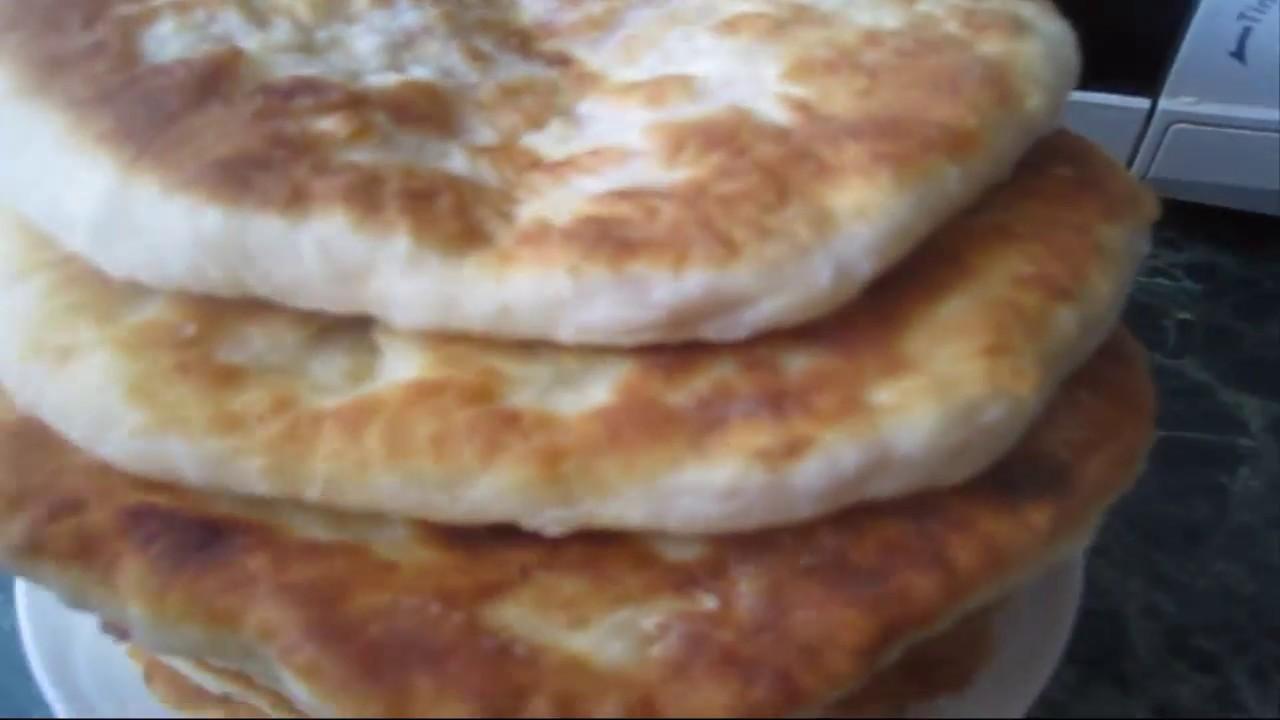 Вкусные лепешки на кефире на сковороде с колбасой — pic 3