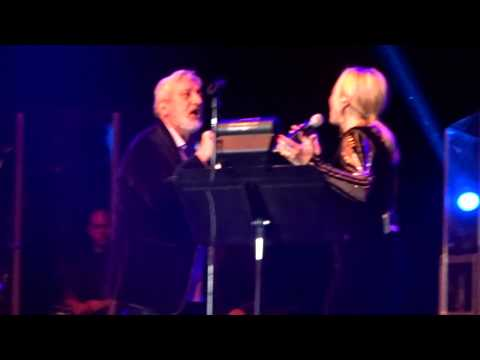 Googoosh and Ebi /Ki Ashkato Pak Mikone/ Live in San Jose/Nov 29th 2014