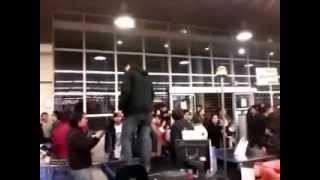 Dia de furia en el supermercado lider por robo de auto
