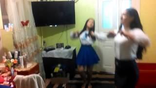 Две школьницы+танцы