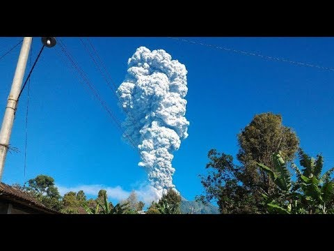 Breaking News! Semburan Abu Vulkanik Gunung Merapi