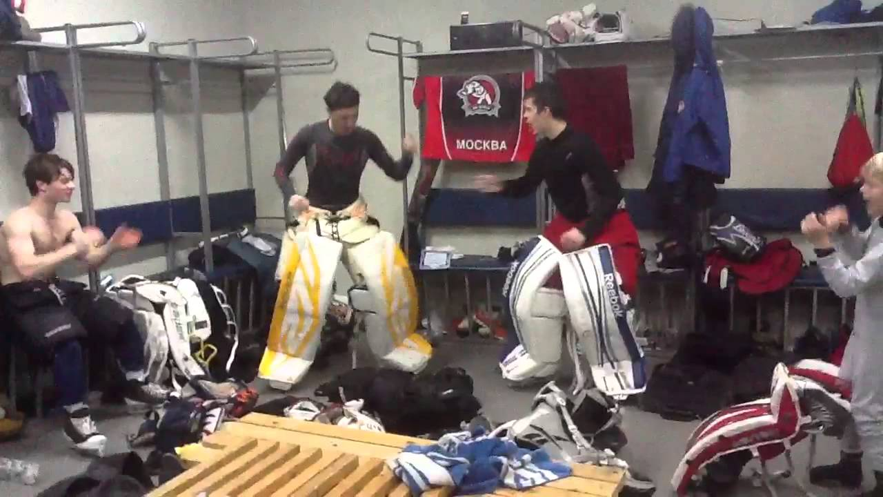 Танец хоккейных вратарей - YouTube