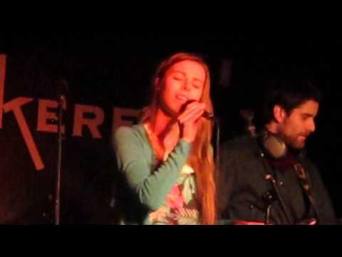 Student singing in humanitarian cause, UiA