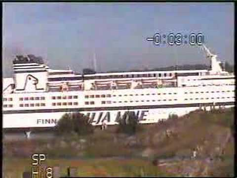 Finnjet passing Suomenlinna