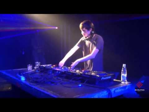 DJ Bes - #WELOVE Drum&Bass 14.02.2014 [Revolution Radio]