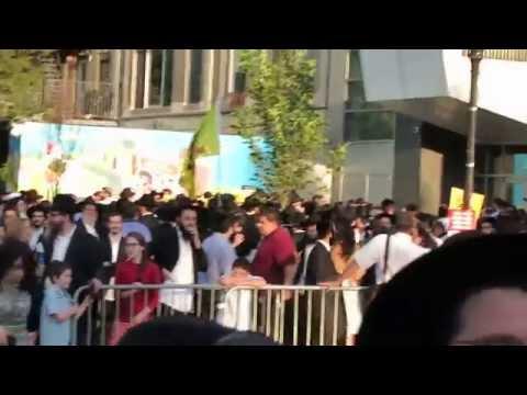 Jews Protest Assemblyman Dov Hikind, Crown Heights Brooklyn NY 08/26/15
