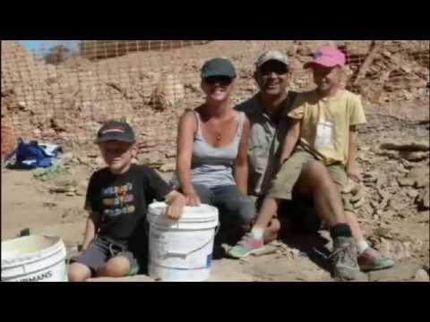 Dinosaur tourism in Western Queensland: Landowners & visitors find fossils after drought