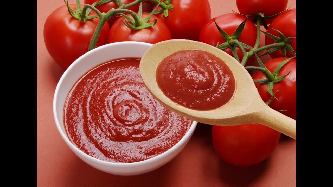 Homemade Pizza Sauce Recipe. 1 onion, chopped 1/2 lb. Italian sausage 2 (16 oz.) cans stewed tomatoes, chopped, with juice 1 (8 oz.) can tomato paste.