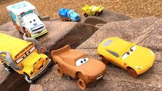 Disney Cars 3 Toys Demo Derby in the Park Miss FRITTER CHASES Lightning McQueen & Cruz Ramirez