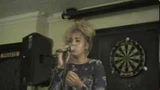 Back to Black Amy Winehouse ( Cassie Chan cover )