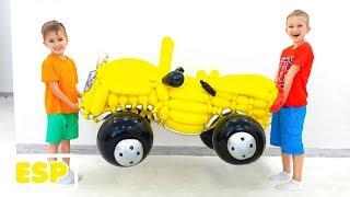 Vlad y Nikita fingen jugar con un coche de juguete desde globos