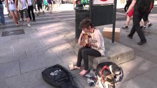 noruega musica de rua a garota e seu cao