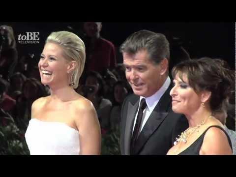 Festival di Venezia 69 - Pierce Brosnan e Olga Kurylenko sul red carpet