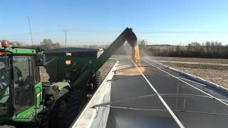 Grain Cart unloading, 1000 Bushel of corn unloaded in under 2 minutes!