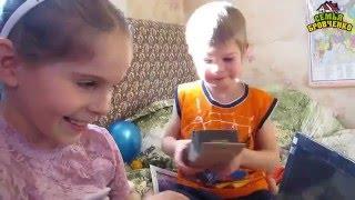 Семья Бровченко. Д.р. Ани 9 лет (ч.1). Дарим подарки, играем в фанты. (03.16г.)