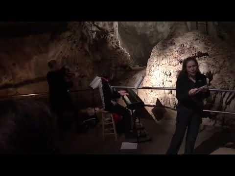 The Easter Traveller: Jenolan Caves in Australia Part 3 - JET's Fashion Diplomacy