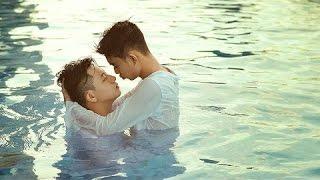 Những chàng trai bơi lội