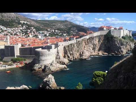 Walking Around Defensive Walls of Dubrownik, Croatia