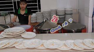 Có gì bên trong dĩa bánh ướt 2k (2 ngàn) ở Sài Gòn