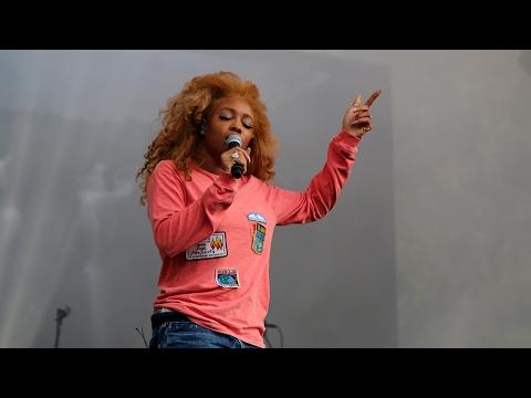 """SZA Performing """"Go Gina"""" at Pemberton 2016"""