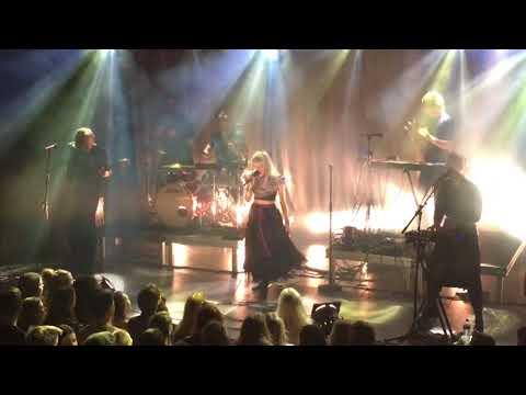 Aurora - Bottles - Live at the Melkweg