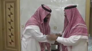 بالفيديو..الأمير محمد بن نايف يبايع الأمير محمد بن سلمان ولياً للعهد في قصر الصفا بمكة