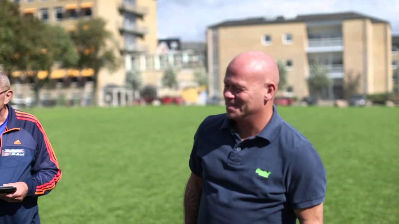 cc2fdea7 Stig Tøfting tilbage på sin skole med Ekstra Bladet Skolefodbold 1 ...