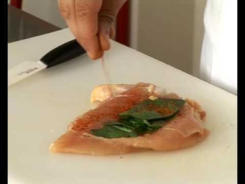 recette-de-papillote-de-volaille-incisée-au-basilic,-pousse-d'épinard-et-champignon